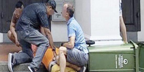 Muere a manos de una turba indignada tras ser pillado filmando a una mujer por debajo de la falda