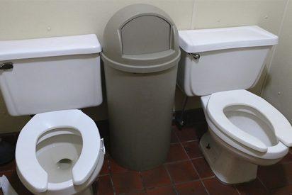 """¿Sabes por qué muchos baños públicos tienen inodoros con forma de """"U""""?"""