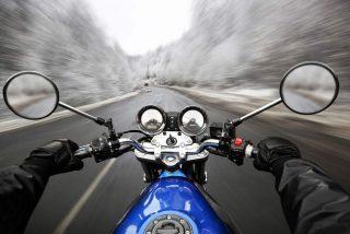La moto en invierno: trucos para conducir con lluvia, hielo y nieve