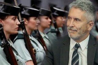 Los guardias civiles se 'revelan' contra los 8 decretazos de Marlaska y Sánchez que les quitan 'derechos fundamentales'