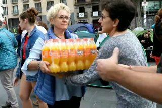 Vídeo viral: Lo de la Acampada Plaça Universitat es un 'botellón pagado por las mamis', no una manifestación
