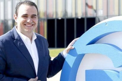 Dimite José Miguel González por falsear su currículum