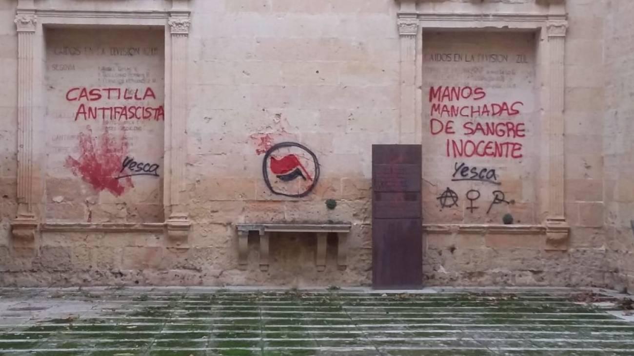 La izquierda sectaria señala objetivos: así llenan de pintadas el antiguo convento de San Agustín en Segovia