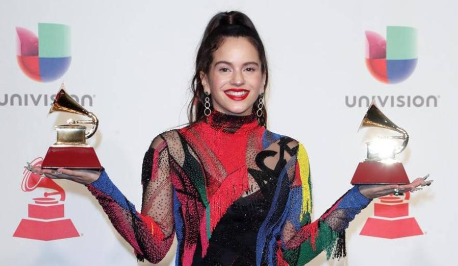 Troleo masivo a la charnega agradecida de Rosalía por tuitear «Que le j... a VOX»
