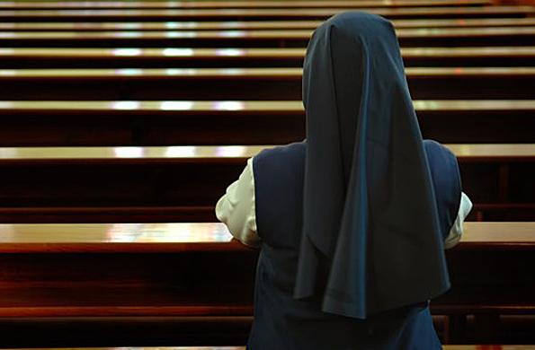 Un Ayuntamiento francés prohíbe a una monja de 70 años llevar hábito en una residencia de ancianos pública