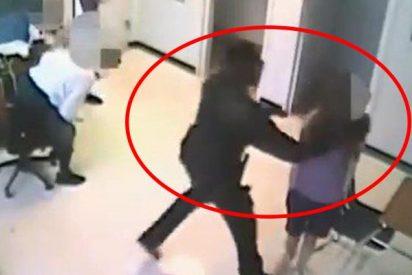 Detienen a este ayudante del sheriff de Florida por agarrar a una estudiante de 15 años por el cuello y arrojarla contra el suelo
