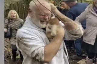 Vídeo viral: Así rescatan a esta perrita de una madriguera de zorro y su dueño no logra contener las lágrimas