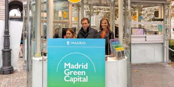 El Alcalde de Madrid inaugura un nuevo punto de información turística