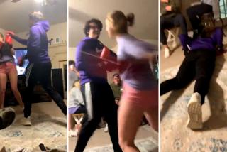 Vídeo Viral: La maciza Courtney Bowie deja K.O. al chulito de su novio en un combate de boxeo casero