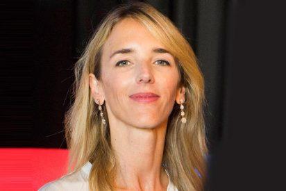 Cayetana Alvarez de Toledo entra en TV3, quita los lazos amarillos y los tira a la basura para espanto de los periodistas 'indepes'