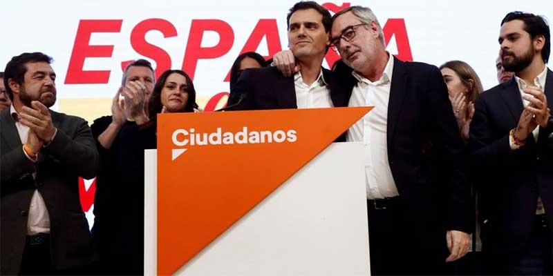 """La 'descabezada' dirección de Ciudadanos da palos de ciego y les pillan montando """"una campañita"""" en redes contra una periodista"""