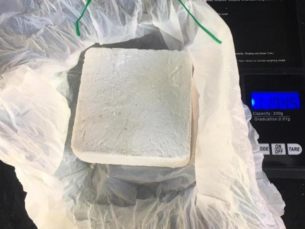 Regatear en la compra de 1 kg de cocaína salva a un tipo de ir 7 años a la cárcel