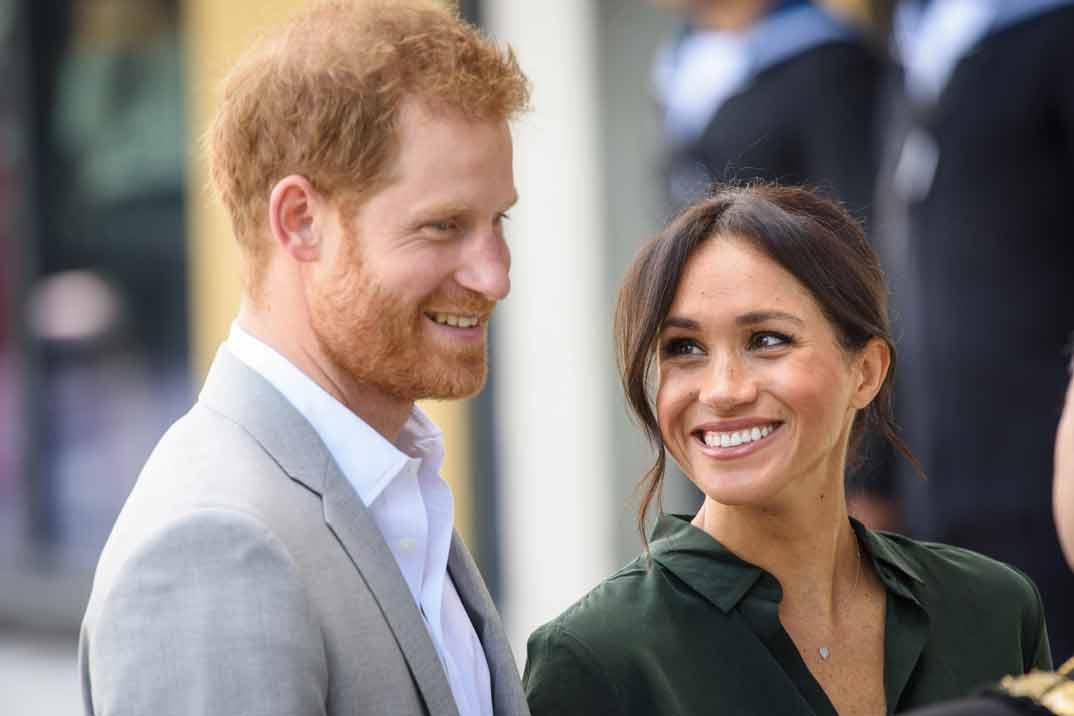 El elegante 'zasca' de la reina Isabel al príncipe Harry y Meghan Markle en el saludo navideño