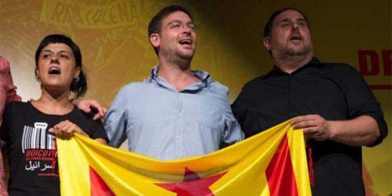 ¿Pero no eran los de VOX el peligro para la libertad de prensa? El exlíder de Podemos en Cataluña exige sin pestañear que se ilegalicen periódicos