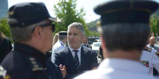 Marlaska deja tiritando a la Policía Nacional en Barcelona con su endeble respuesta a la exigencia de los podemitas y golpistas