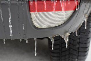 Los 3 mejores trucos para evitar el hielo en el parabrisas