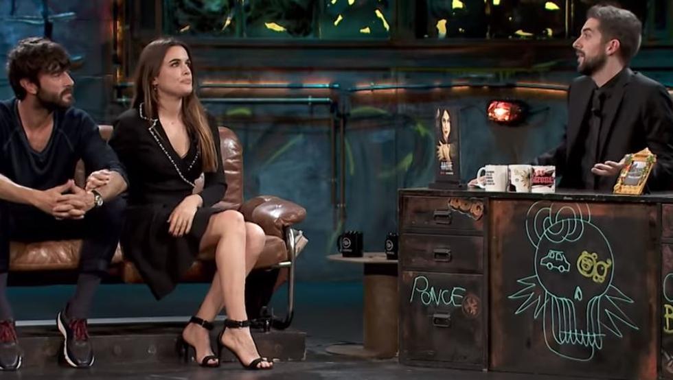 """El loquísimo reencuentro entre Broncano y su novia Adriana Ugarte en TV: """"¡Que se lo chupe!"""""""