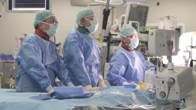 Operan del corazón con éxito a una anciana italiana con hipnosis y sin anestesia