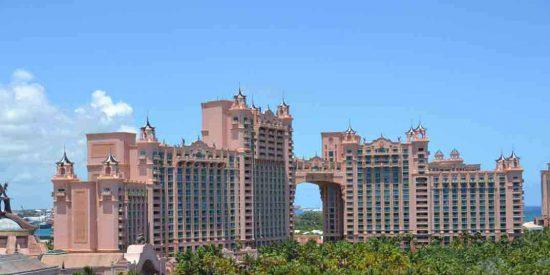 Bahamas veta la entrada de turistas estadounidenses y latinoamericanos