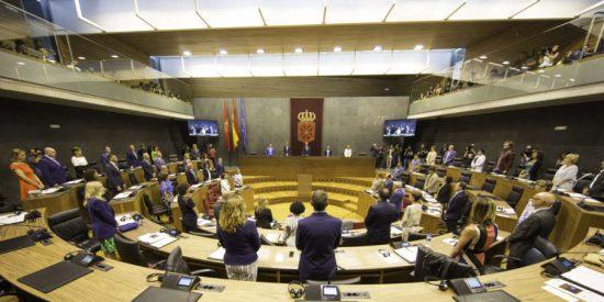 El Parlamento de Navarra difunde el relato de cinco víctimas de abusos en la Iglesia
