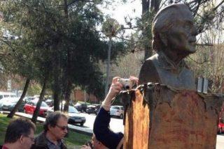 Efectos colaterales del sectarismo de Pedro Sánchez 'El Profanador': derriban la estatua de 'La Pasionaria' en Madrid