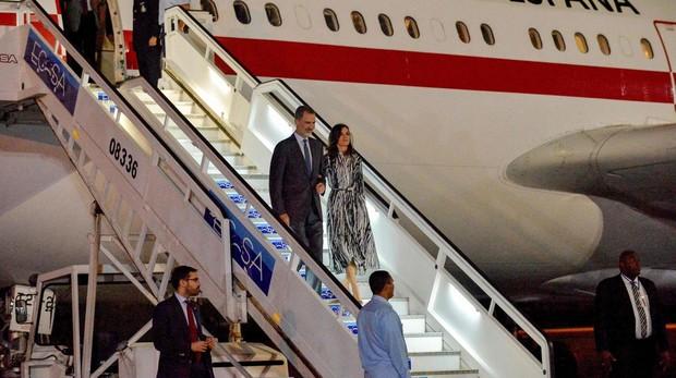 Una foto hecha con un móvil al Rey Felipe VI y Letizia lleva el escándalo a Casa Real y dispara los rumores