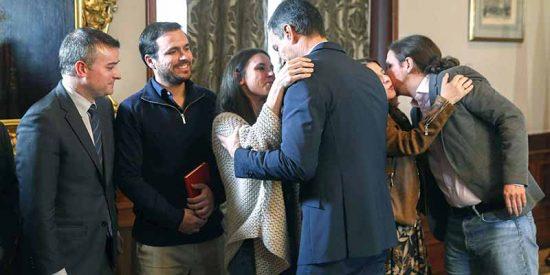 Defensa, Trabajo, Sanidad y el CNI: los regalos de Sánchez a Iglesias para seguir en La Moncloa