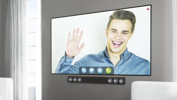 ¿Sabes cuáles son los riesgos de comprar un televisor inteligente y qué recomienda el FBI para protegerte?