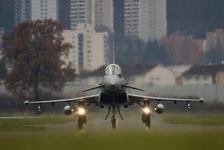 Londres se despierta exaltado por la explosión sónica de dos aviones de combate