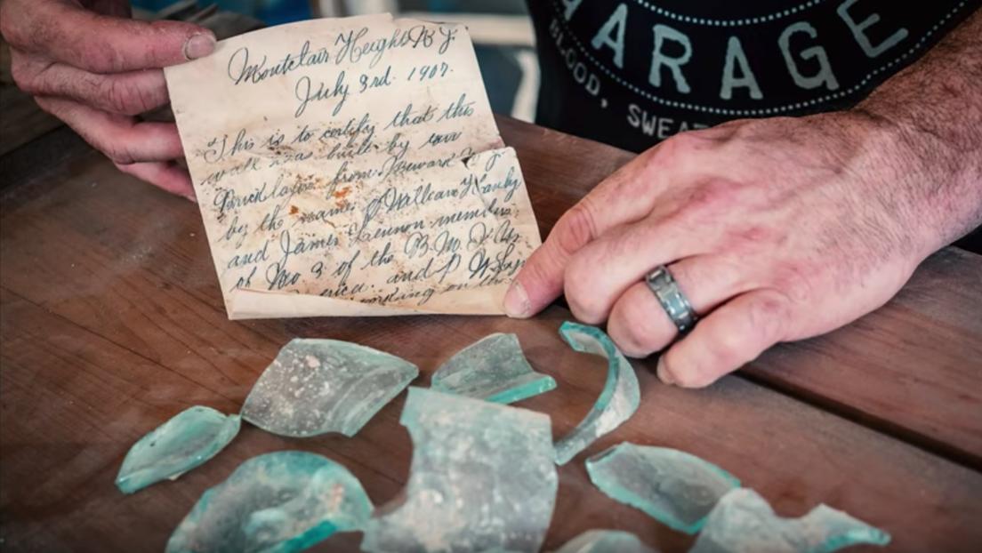 Un obrero encuentra en una pared esta nota dejada allí hace 112 años