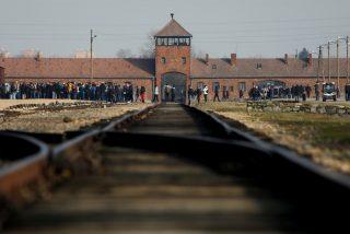 Le llueven las criticaa a Amazon por vender adornos navideños con imágenes de Auschwitz