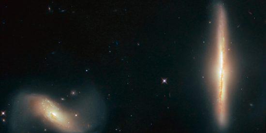 El Hubble capta dos galaxias distorsionadas y difuminadas por su curiosa gravedad