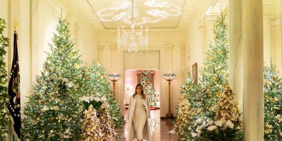 Melania Trump enseña las decoraciones de Navidad en la Casa Blanca