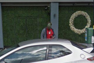 Buscaba aparcamiento con Google Maps y descubre a un extraño e inquietante ser barbudo y verde