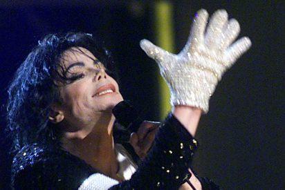 ¿Sabías que Johnny Depp prepara un musical sobre la vida de Michael Jackson desde el punto de vista de su guante?