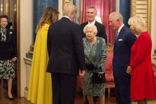 La reina Isabel II regaña a su hija por no saludar a Trump