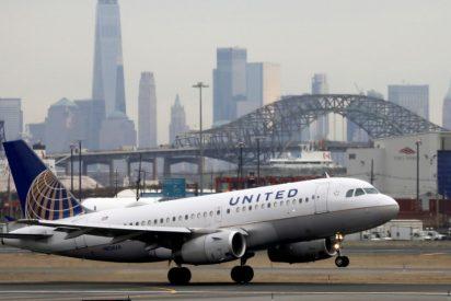 Un escorpión pica a una pasajera en pleno vuelo de United Airlines en EE.UU.