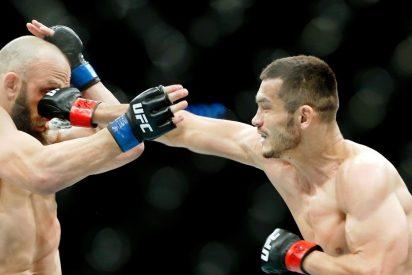 Floyd Mayweather logra su primer nocaut en la UFC tras hacer volar el protector bucal de su rival