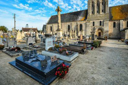 """Esta localidad francesa prohíbe a sus vecinos """"morirse en sus casas"""" los fines de semana y los días festivos"""