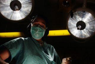 """Una mujer sufre """"horribles pesadillas"""" después de administrarle una anestesia incorrecta"""