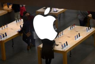 """Apple confiesa """"serias preocupaciones"""" de que dos ex empleados acusados de robo de secretos huyan a China"""