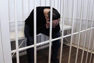 Un acusado de asesinato intenta fugarse por el techo del juzgado