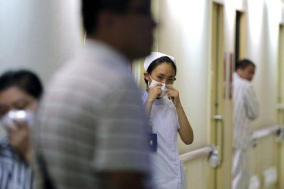Una chica propina una suave palmadita a su novio en el estómago y acaba en urgencias