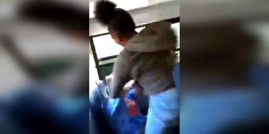 Estos alumnos golpean brutalmente a un adolescente por ponerse en la escuela la gorra con el eslogan de Trump