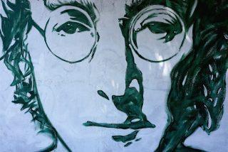 Las icónicas gafas de sol de John Lennon son subastadas por casi 200.000 dólares
