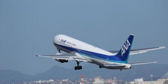 Este Boeing 767 con casi 300 ocupantes realiza un aterrizaje de emergencia en Japón tras incendiarse uno de sus motores