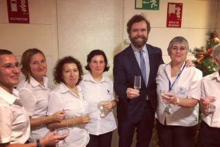 """Vea la aplaudida foto de Espinosa de los Monteros (VOX) con el personal del Congreso: """"No como el PSOE y Podemos, siempre robando al obrero"""""""