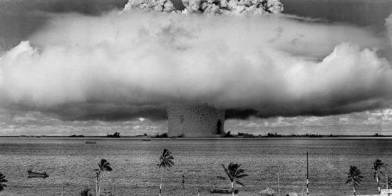 Tres cuartos de siglo después, la huella de la primera bomba nuclear explosionada en el mar que todavía es visible en Bikini