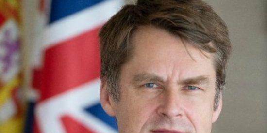 """Hugh Elliott, embajador británico en Madrid, revela el incidente que le hizo enamorarse de España: """"¿En qué país te acogen así?"""