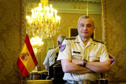 El general Fulgencio Coll, exjefe del Ejército de Tierra, pide que el 'claudicante' Pedro Sánchez sea acusado de traición